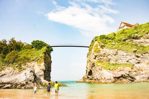 Family Beach Life-surf Getaway-sleeps 11- Parking-walk Everywhere, Crantock, Cornwall
