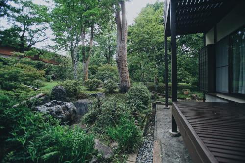 まるごと貸切 にごり湯天然温泉かけ流し 箱根満来山荘 Hakone Natural Milky Onsen 2300sqm Garden & Villa Man Rai