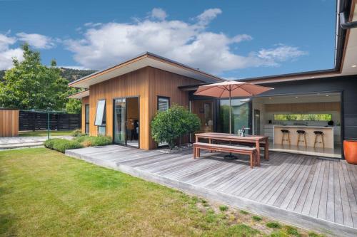 Sierra Oasis - Modern Wanaka Holiday Home - Wanaka