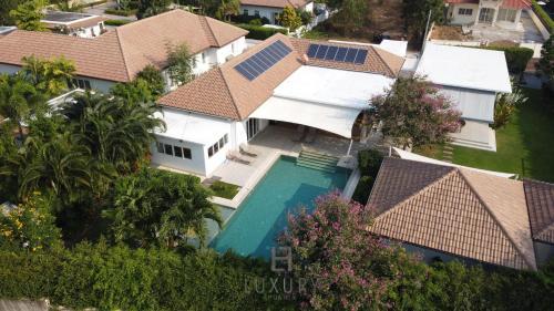 Luxury 5 Bedroom Pool Villa SJ Luxury 5 Bedroom Pool Villa SJ