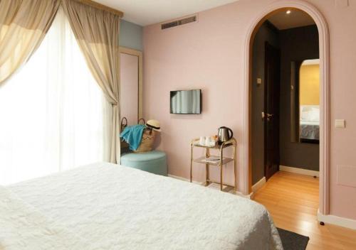 Habitación Doble con balcón - 1 o 2 camas Hotel Boutique Villa Lorena by Charming Stay 5
