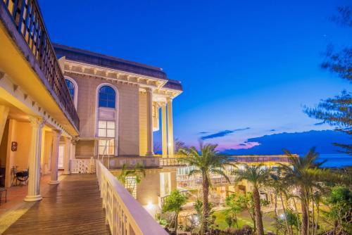 Whales Mountain & Seaview Resort