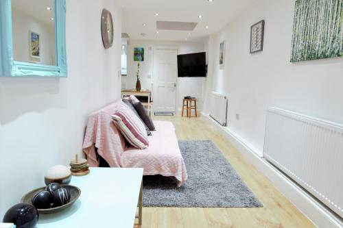 Newly Refurbished 2 Bedroom Apartment In The Heart Of Greenwich