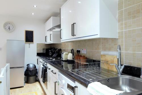 Picture of Newly Refurbished 2 Bedroom Apartment In The Heart Of Greenwich