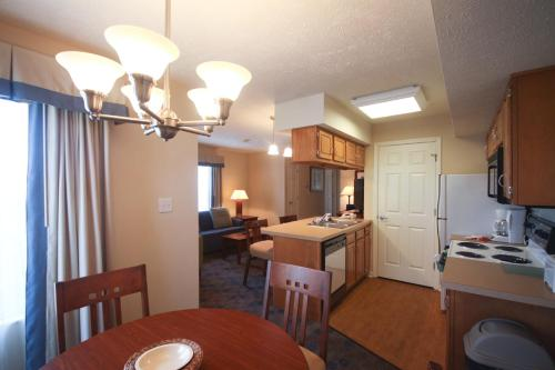 Charwood Suites - Columbus, IN 47201