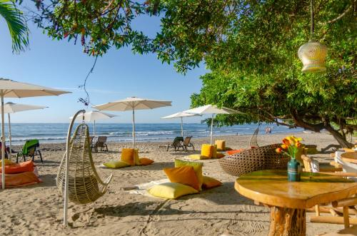 . LA DOLCE VITA - on the Beach - Samara