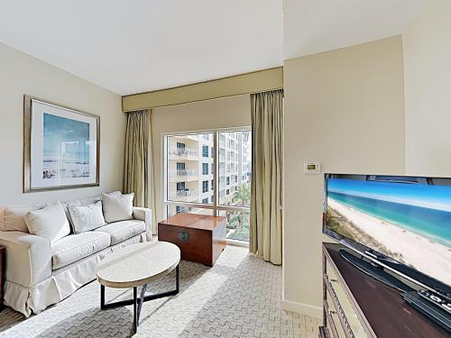 . New Listing! Luxe Luau Suite on the Beach with Pools condo