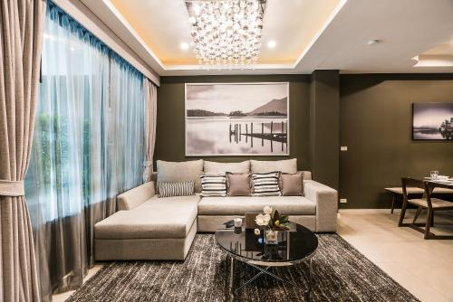 Renovated Private 4 BR Townhouse at BTS ONNUT Renovated Private 4 BR Townhouse at BTS ONNUT