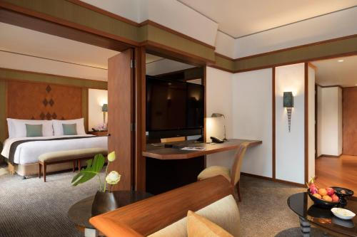 Deluxe Suite with Club Benefit