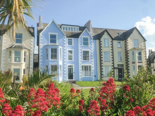 . Sea View Apartment
