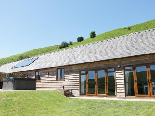 2 Beacon View Barn,