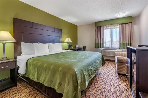 Quality Inn - Hotel - New London