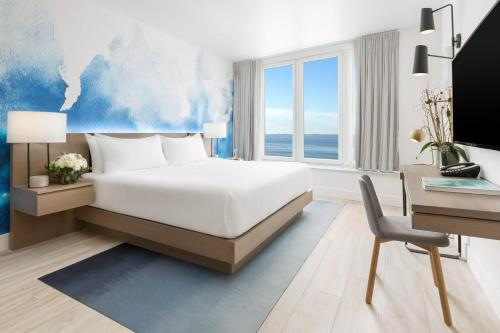 Premium Queen Oceanfront Room