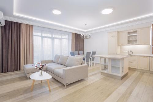 Central Yerevan 3 Bedrooms Exclusive Apartment With Balcony ViewNear Republic Square