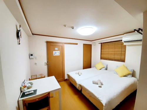 . Hosei Mansion 201