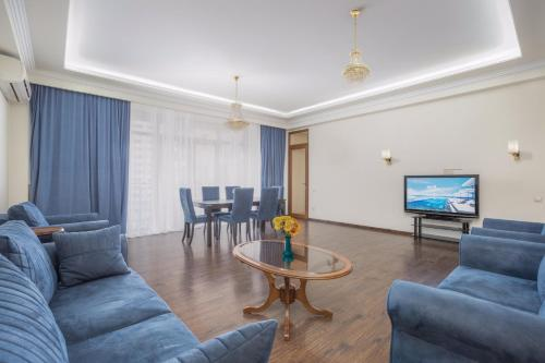 Central Yerevan 3 Bedroom Penthouse Near Republic Square.Excellent Balcony View.