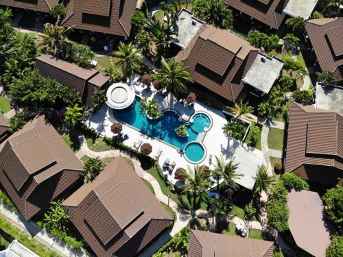 . BLU PINE Villa & Pool Access