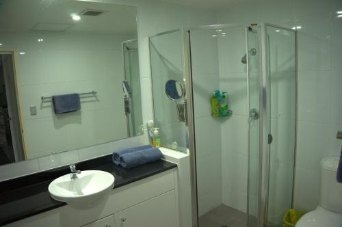 Large 2 Bedroom Apartment in World Square Sydney CBD - image 10