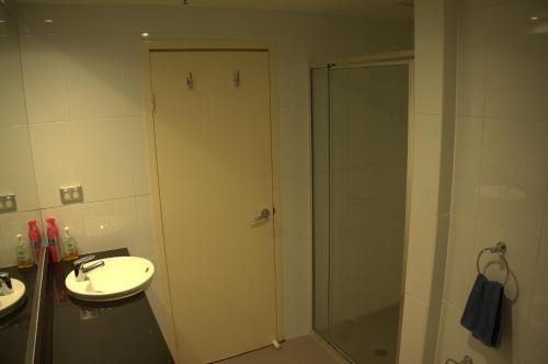Large 2 Bedroom Apartment in World Square Sydney CBD - image 12