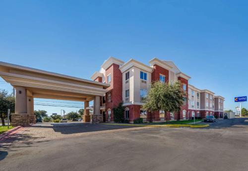 Фото отеля Comfort Inn & Suites