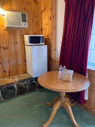 Algonquin Lakeside Inn - Photo 7 of 145