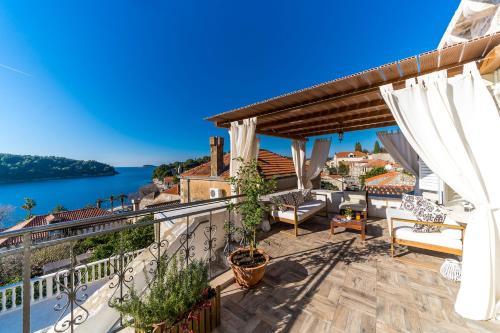 . Dubrovnik-Cavtat Villa Mima -Sea front Villa with pool
