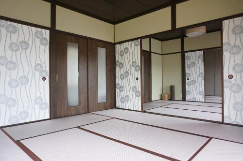 Tsubaki House - Hotel - Anan