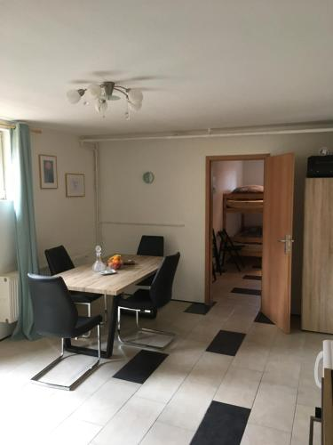 Ferienwohnung im Villensouterrain, Pension in Klagenfurt