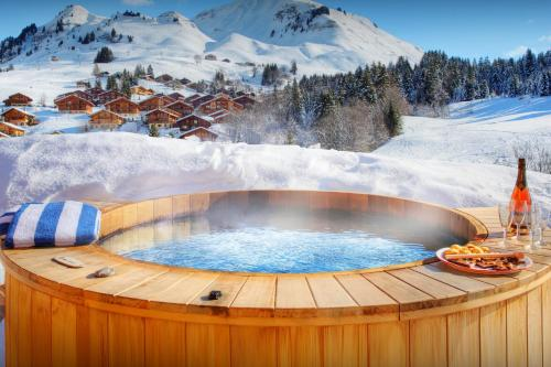 Mountain ski chalet hot tub & stunning views cool for kids - OVO Network - Chalet - Le Grand Bornand