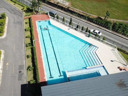 Modern 3 Bedroom Condo In Gated West Hills,
