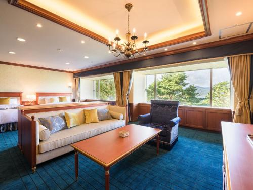 Suite with Lake View - Non-Smoking
