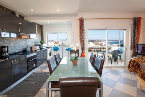 B17 - The Stunning Seaview Apartment