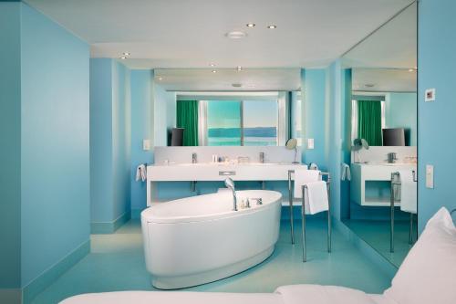 Radisson Blu Resort & Spa - image 5