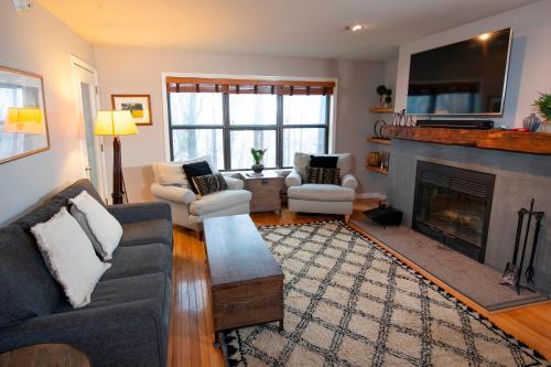 Modern & Updated Winterplace 3Br- Sleeps 12 condo - Hotel - Ludlow