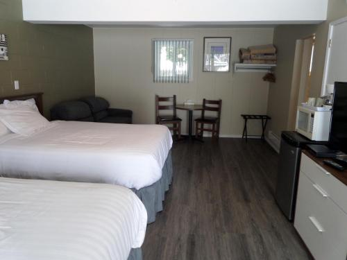 Ray Lyn Motel - Accommodation - Trail