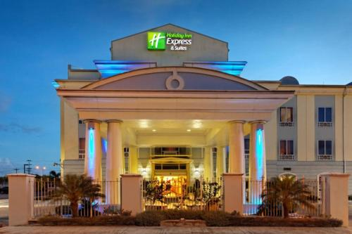 . Holiday Inn Express Trincity