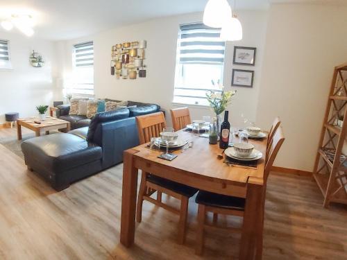Inverness City Centre Apartment With Elevator And Google Chromecast