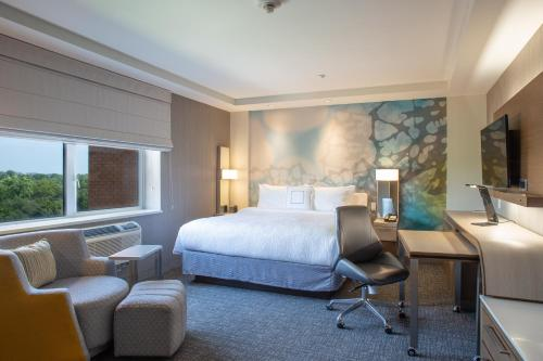 . Courtyard by Marriott New York Queens/Fresh Meadows