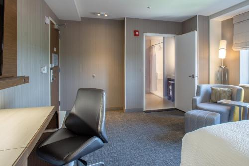 Courtyard by Marriott New York Queens/Fresh Meadows - image 5