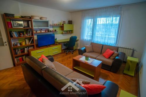 . Amigo Apartments