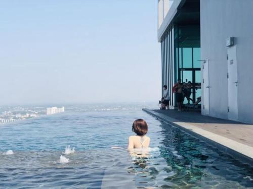 芭堤雅美居酒店式公寓Pattaya posh店(阳台、无边泳池) 芭堤雅美居酒店式公寓Pattaya posh店(阳台、无边泳池)