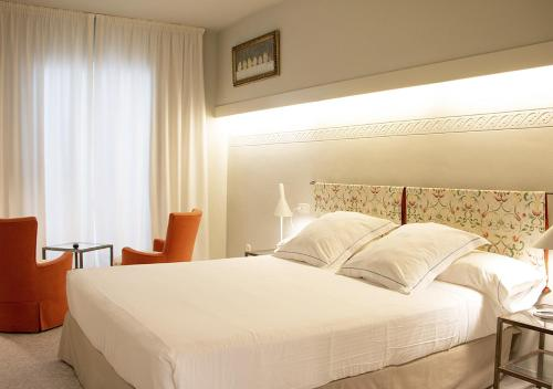 Queen Room with Balcony with Street View Hotel Llevant 1