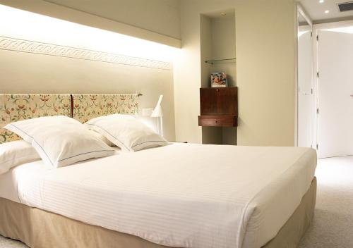 Queen Room with Balcony with Street View Hotel Llevant 2