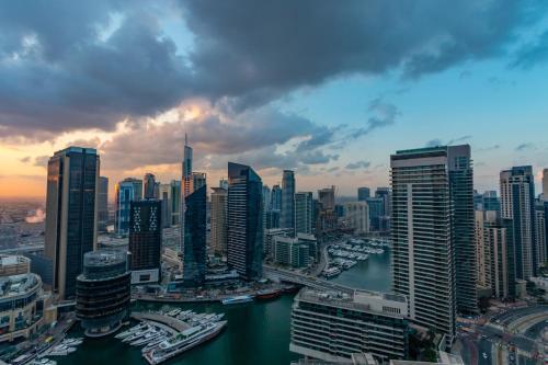 Quintessential Quarters - Breathtaking 29th Floor Views - image 9
