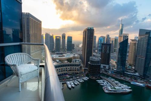Quintessential Quarters - Breathtaking 29th Floor Views - image 10