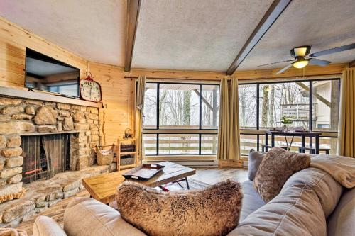 Rustic Mountain Retreat with Porch about 1Mi to Sugar Mtn - Apartment - Sugar Mountain