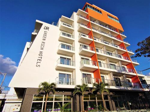 . Green Rich Hotel Okinawa Nago (Artificial hot spring Futamata Yunohana)
