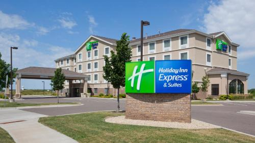 . Holiday Inn Express Hotel & Suites Rogers