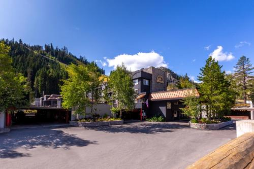 Red Wolf Lodge At Squaw Valley - Accommodation - Olympic Valley