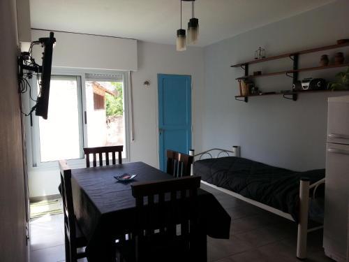 Casa 2 ambientes luminosa excelente ubicación.